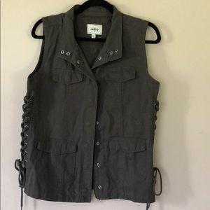 Daytrip dark green Vest- EUC